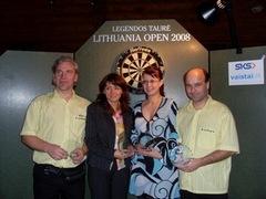 Porinės rungties nugalėtojai - Arūnas Čiplys ir Arvydas Kvedaras, bei Areta Kovalevska su Natalija Zelenika